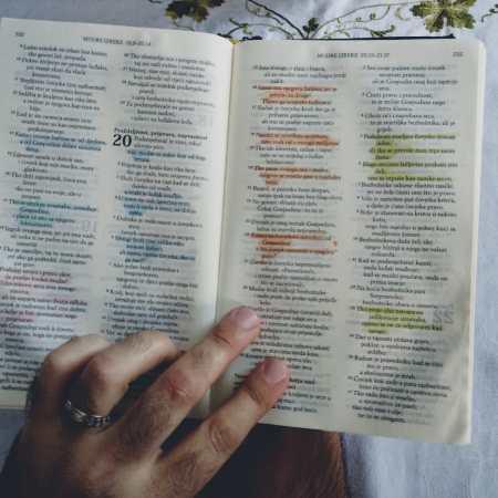 Pročitati Sveto pismo, čitati Bibliju