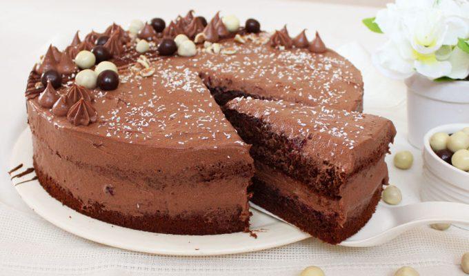 Čokoladna torta sa šumskim voćem