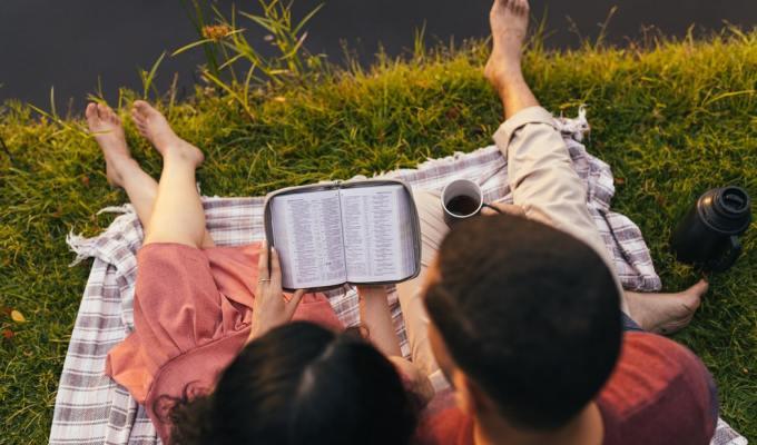 Korisne smjernice i biblijske molitve za zaručene/zaručnici/Ljubav/Priprema za brak