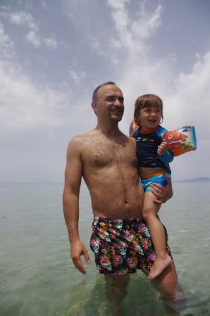 Sani with kids: the sea