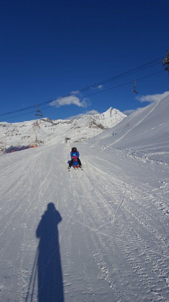 Tignes with kids: 3 years old skiing - Esprit ski holidays