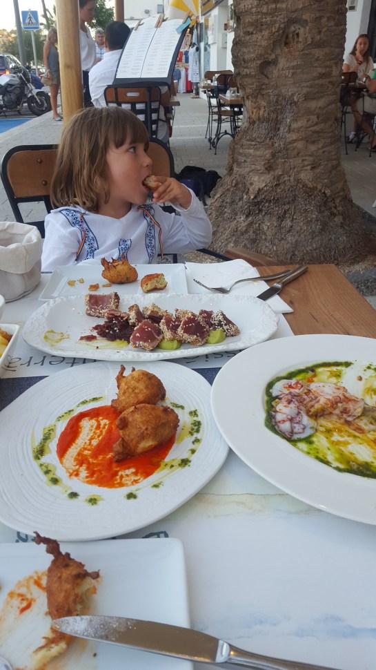 Menorca with kids. Best restaurants in Menorca