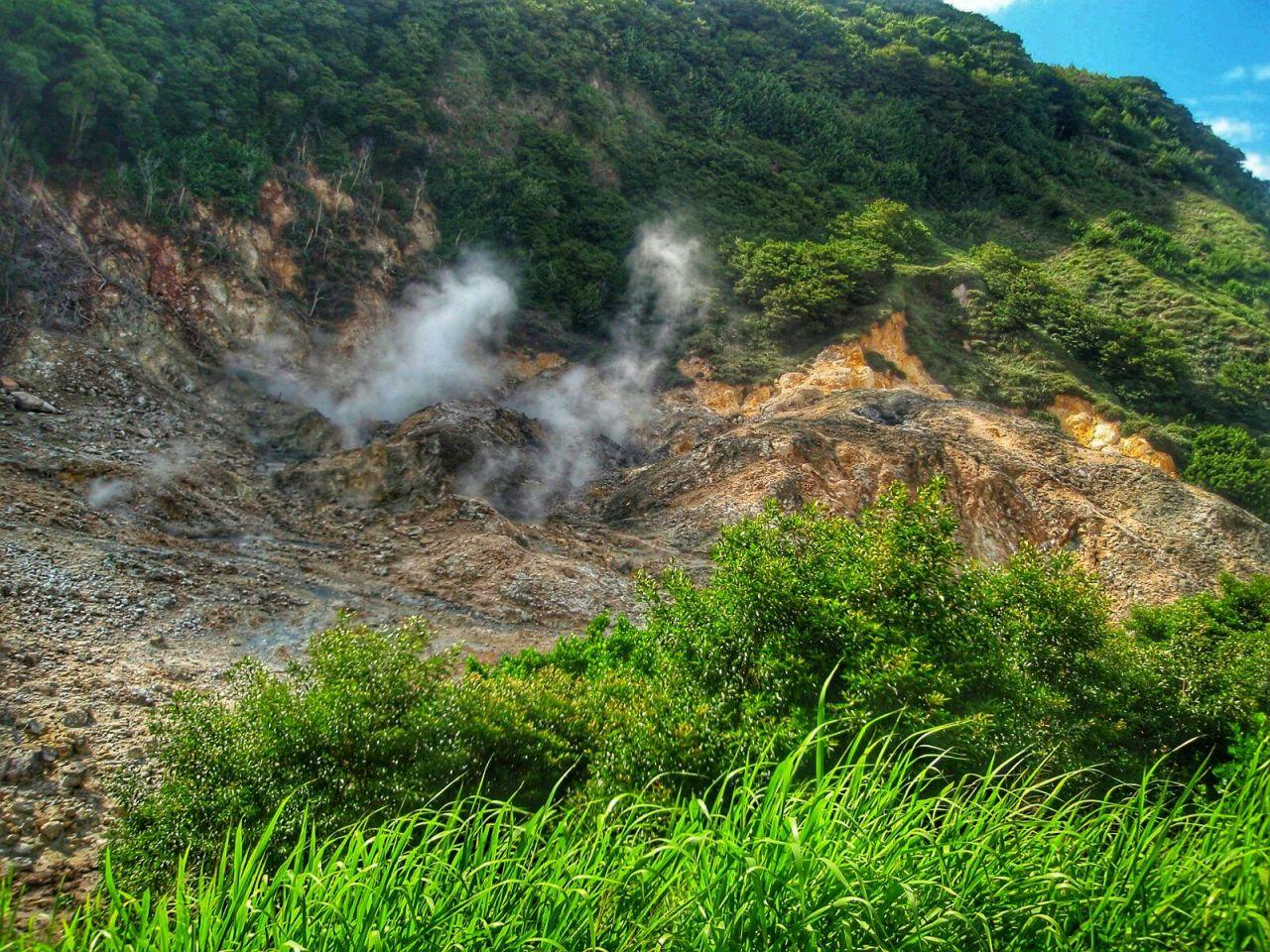 St Lucia's muddy volcanoes
