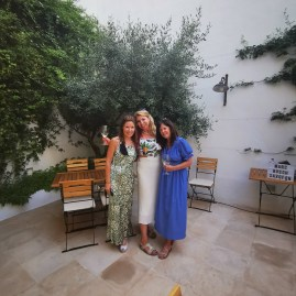 Glorious boutique Hotel Can Alberti Mahon - art gallery opening