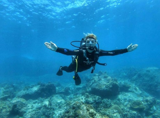 Benefits of sustainable tourism - Diving Seychelles helps awareness and protection