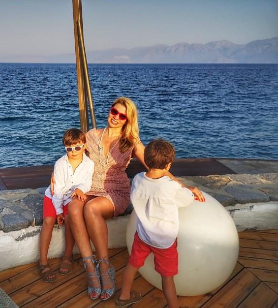 Bliss at Veghera Lounge - best of Elounda with kids