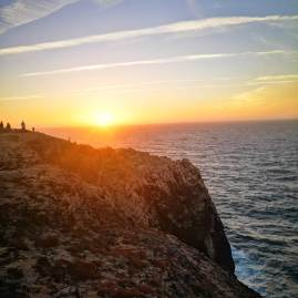 Chasing sunsets in Algarve : the end of the (old) world