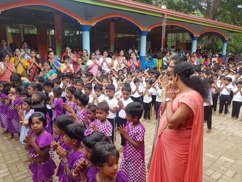 marché des enfants de l'école primaire au Sri lanka