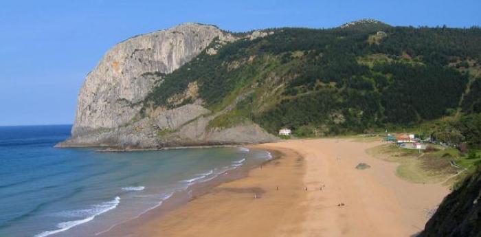 playa de laga cerca de bilbao