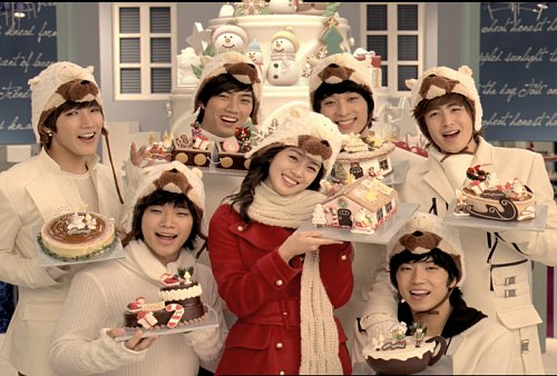 2PM and Kim Tae-hee sportin' Christmas hats