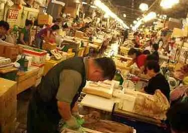 Behind-the-scenes with Bizarre Foods #3: Noryangjin Fish Market