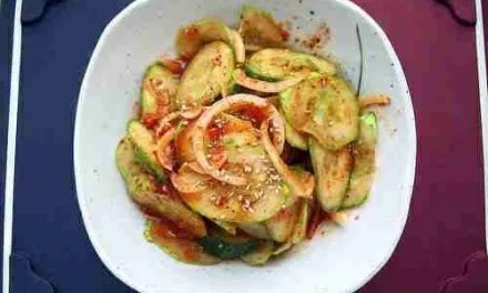 Cool and Spicy Cucumber Salad (Oi Muchim)