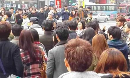 Schläger umdrehen Straße Nahrungsmittelkarren in Gangnam