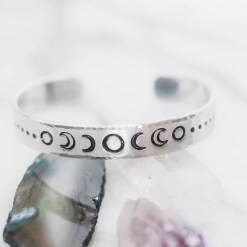 Moon phase patterned bracelet