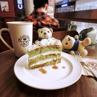 New Cake from Coffee Bean & Tea Leaf is Packed with Droolsome Goodness