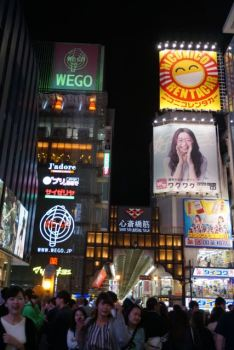 These neon signages made Dotonbori come alive
