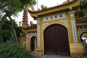 Entrance to Tran Quoc Pagoda