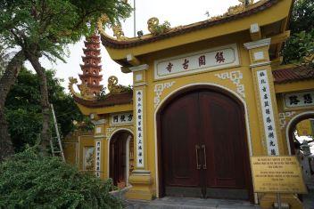 Entrance to Tran Quoc Pagoda