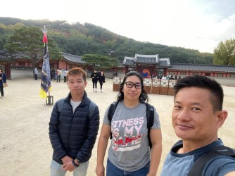 Wefie at the first courtyard in Hwaseong Haenggung