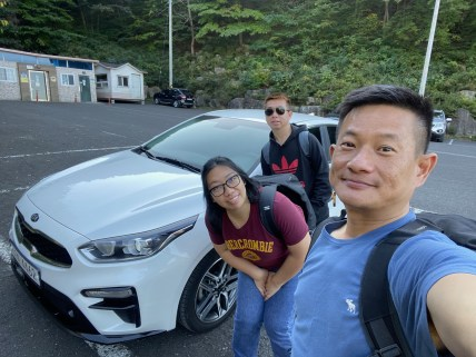 Taking a wefie at the car park at Mundong Waterfall