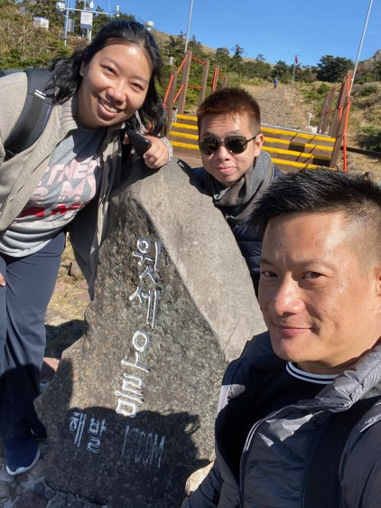 Taking a wefie with the tablet at Witseoreum shelter. We are at 1700m on Hallasan