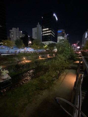 One last shot of Cheonggyecheon Stream before we leave