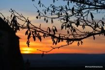 Depuis le parvis de l'église de Bray, soleil couchant.