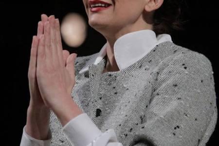 Ema Andrea, ose Dora e bukur e teatrit