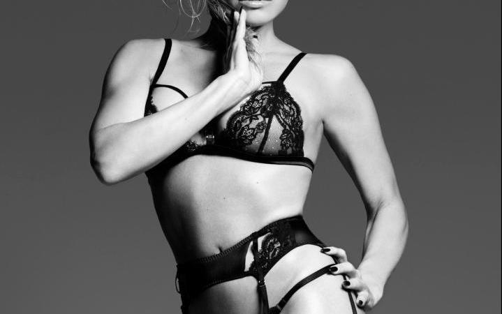 """Pamela Anderson pozon për """"Coco De Mer"""""""