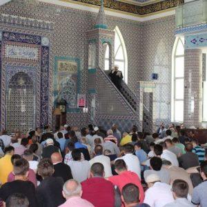 Kur imamët bëjnë fe dhe… politikë
