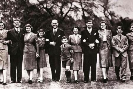 """""""The Kennedys"""". Rrëfim për një familje të mallkuar"""