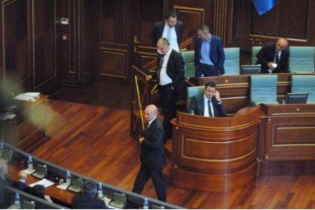Rrëzohet qeveria e Kosovës, vendi shkon në zgjedhje të parakohshme