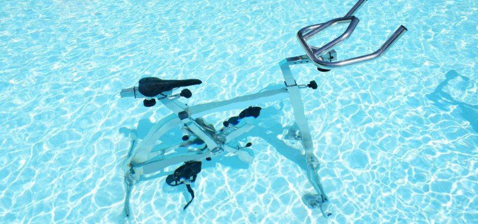 Biçikletë në ujë , ose si të pedalosh në ujë për të eleminuar celulitin!