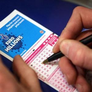 """""""Jackpot"""" marramendës, 155 mln paund në pritje të fituesit"""