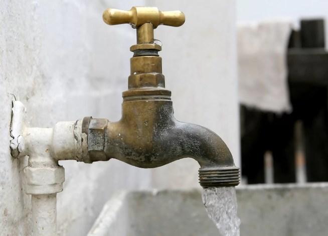 Não cobrança de 30% da água da torneira gera perdas de 235 milhões de euros para Municípios e cidadãos