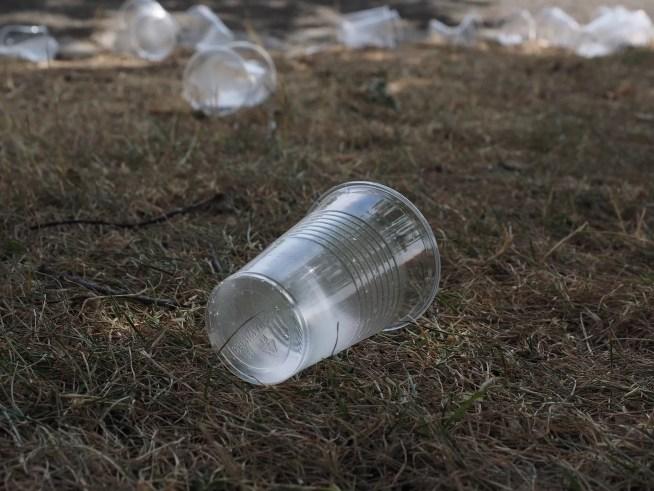 Reduzir e Reutilizar são as verdadeiras alternativas ao descartável defendidas na Diretiva Europeia sobre plásticos de uso único