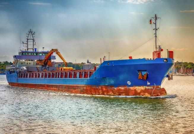Emissões dos navios que abastecem em Portugal é equivalente à poluição das oito cidades portuguesas com mais carros registados