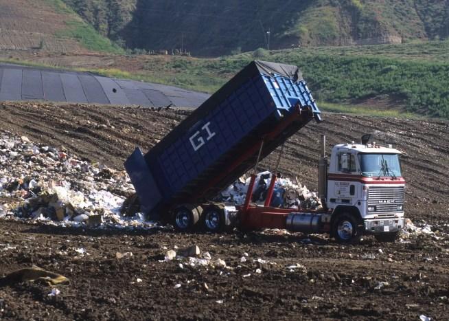 Ministério do Ambiente corrige posição e dá razão à ZERO na descarga de amianto em aterros