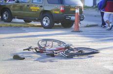 Ciclista morre ao colidir contra ônibus Ronaldo Bernardi/Agência RBS