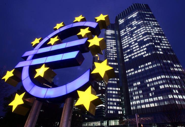 Euro se fortalece frente ao dólar no Exterior Ver Descrição/Ver Descrição