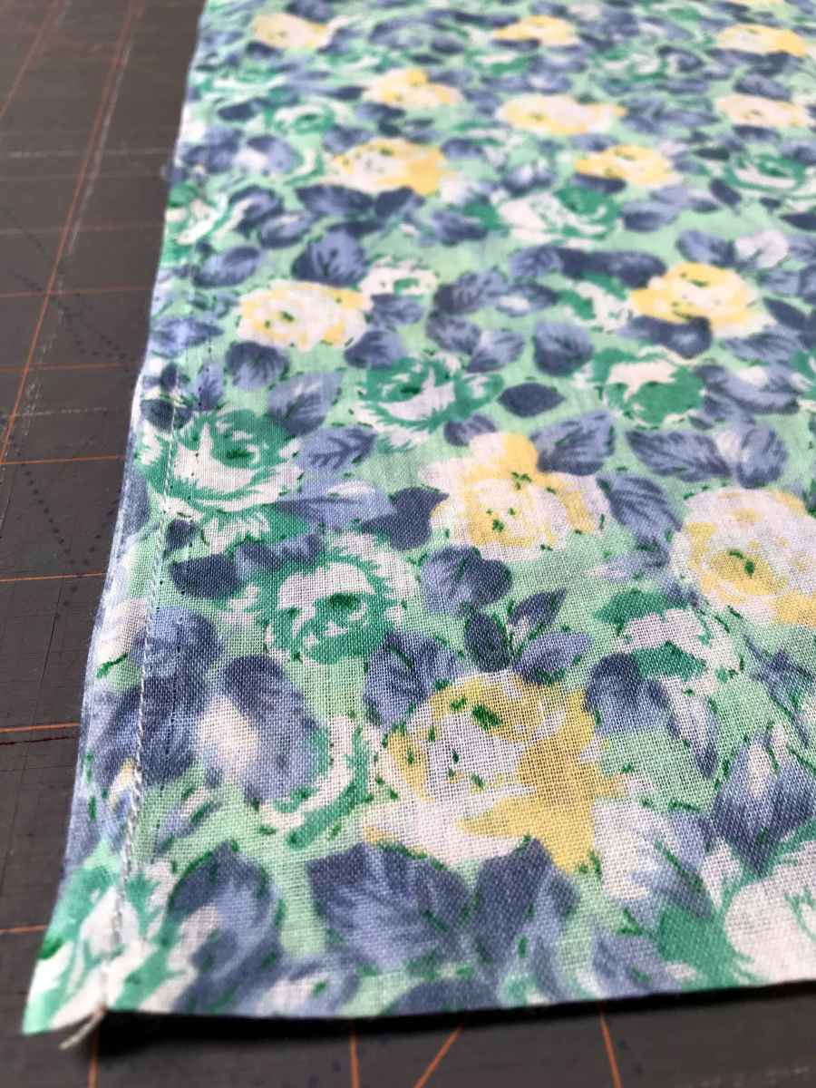 sewing a cloth produce bag for plastic free and zero waste shopping