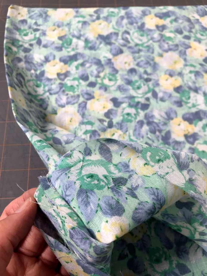 sewing a reusable cloth produce bag for plastic free and zero waste shopping