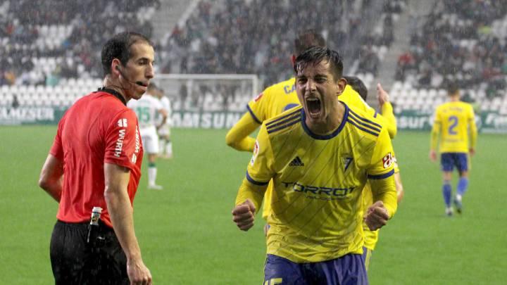"""Exiliado en el 2001, tras el """"que se vayan todos""""¿Quién es Marcos Mauro, el zaguero argentino que logró ascender en el fútbol español con el Cádiz?"""