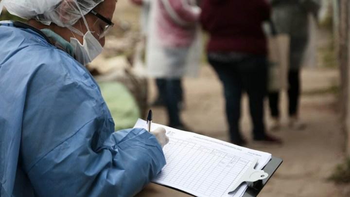 300 voluntariosVoluntarios llaman por teléfono a pacientes recuperados para que donen plasma en Almirante Brown