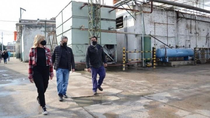 Recorrió un frigorífico cooperativoEl ministro Andrés Larroque recorrió los municipios de San Vicente y Cañuelas, junto a los intendentes