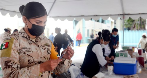 Personal militar en la vacunación