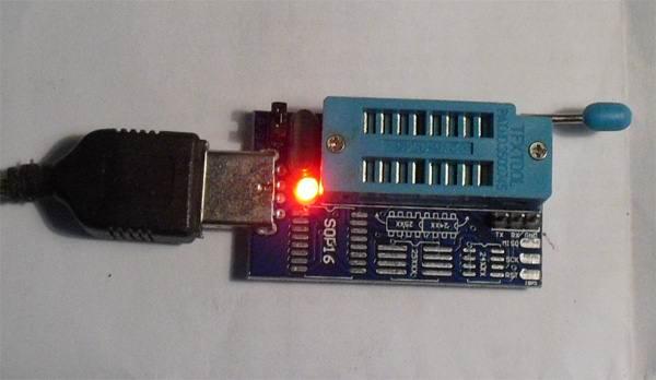 مبرمج CH341A: كيفية وميض شريحة ذاكرة دون لحام