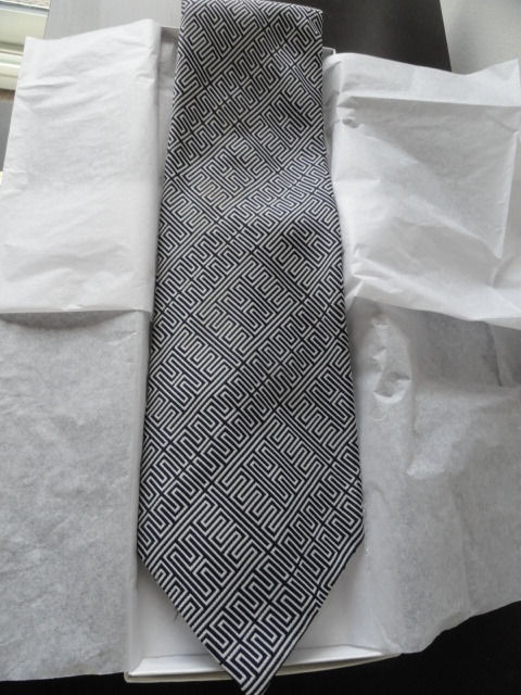 Vintage Men's SAKS FIFTH AVENUE Black White Geometric Design Tie NWOT