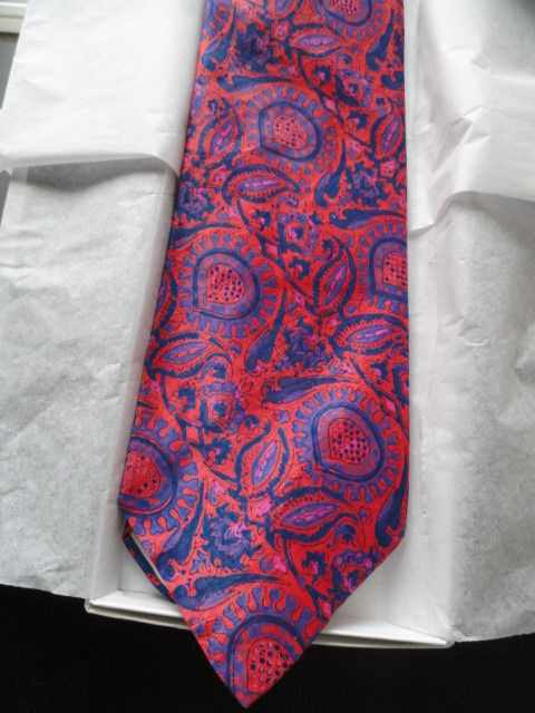 Vintage Men's KIPPER Bright Purple Red Paisley Tie Campus Corners 100% Silk NWOT