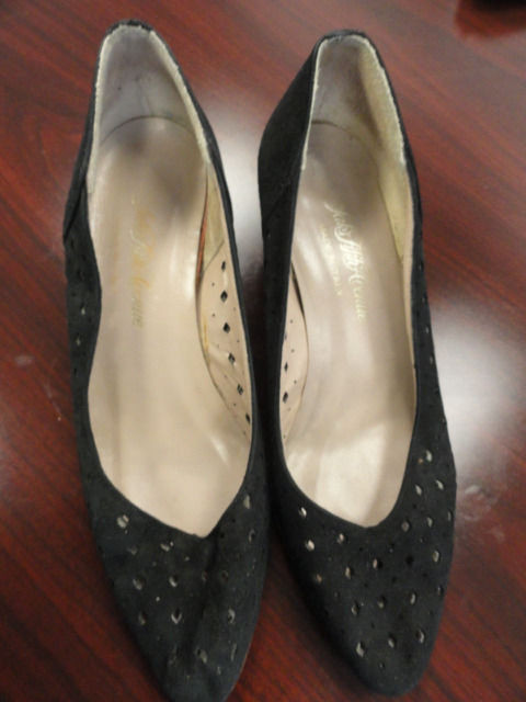 Women's Saks Fifth Avenue Made In Italy Shoes Pumps Black Diamond Suede 5.5